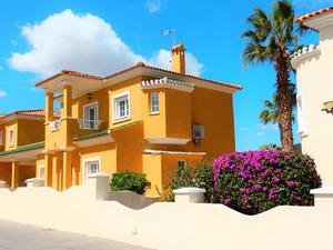 3 bedroom Villa for sale in Altaona Golf