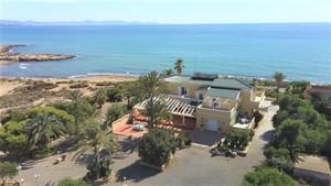 9 bedroom Villa for sale in Aguilas