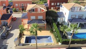 5 bedroom Villa for sale in Altaona Golf