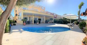 4 bedroom Villa for sale in Altaona Golf