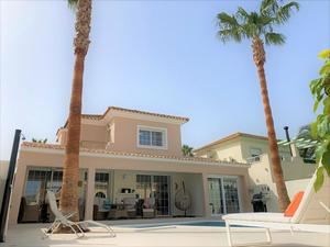 3 bedroom Villa for sale in Altaona Golf