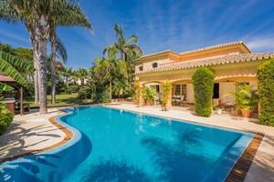 7 bedroom Villa for sale in Carib Playa