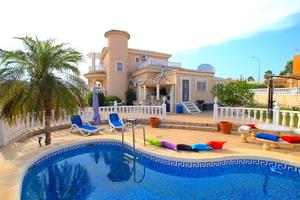 4 bedroom Villa for sale in La Marina