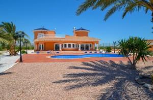 6 bedroom Villa for sale in Catral