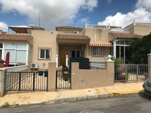 5 bedroom Townhouse for sale in El Galan