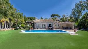 5 bedroom Villa for sale in El Rosario