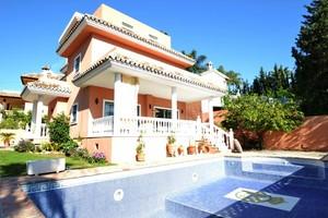6 bedroom Villa te koop in Nueva Andalucia