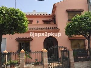 4 bedroom Rijtjes Huis te koop in Estepona