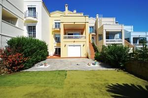 6 bedroom Rijtjes Huis te koop in Estepona