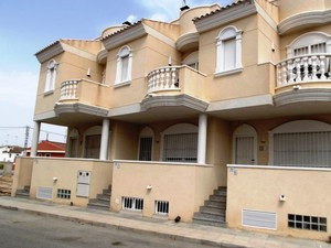4 bedroom Townhouse for sale in Heredades