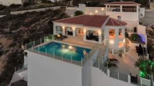 4 bedroom Villa for sale in Cumbre del Sol