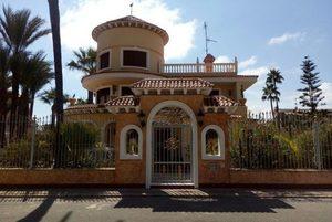 6 bedroom Villa for sale in La Veleta