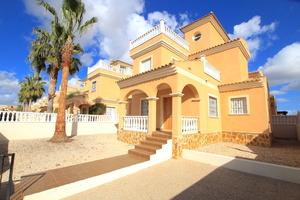 2 bedroom Villa for sale in Lo Crispin