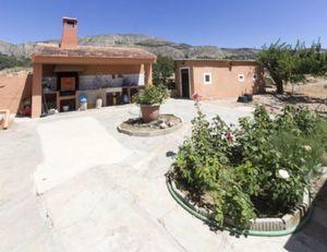 4 bedroom Villa for sale in Onil