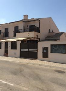 3 bedroom Geschakelde Woning te koop in San Cayetano