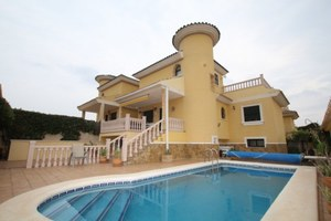5 bedroom Villa for sale in Quesada