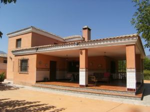 Villa de 4 dormitorio se vende en Alicante