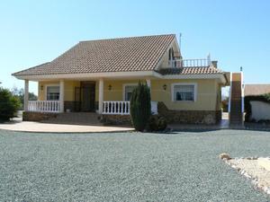 Villa de 4 dormitorio se vende en Puerto Lumbreras