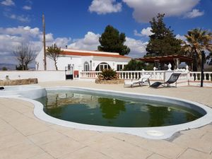 5 bedroom Villa for sale in Villena
