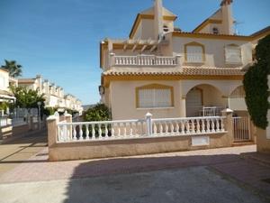 3 bedroom Geschakelde Woning te koop in Playa Flamenca