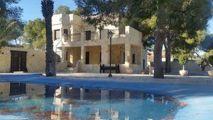 Villa de 6 dormitorio se vende en Elche