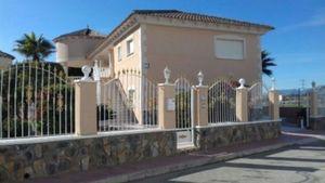 4 bedroom Villa for sale in Benferri