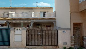 3 bedroom Geschakelde Woning te koop in El Mojon