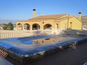 4 bedroom Villa for sale in Yecla