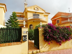 4 bedroom Villa for sale in Las Filipinas