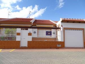 4 bedroom Villa for sale in Roldan