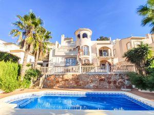 4 bedroom Villa for sale in Las Ramblas