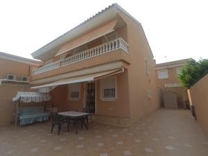 4 bedroom Geschakelde Woning te koop in Santiago de la Ribera