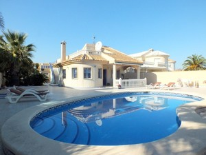 4 bedroom Villa te koop in Los Urrutias