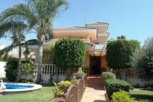 Villa de 4 dormitorio se vende en Torrevieja