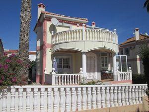 Villa de 3 dormitorio se vende en Torrevieja