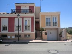 4 bedroom Townhouse for sale in Daya Nueva