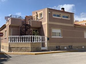 4 bedroom Townhouse for sale in Formentera del Segura