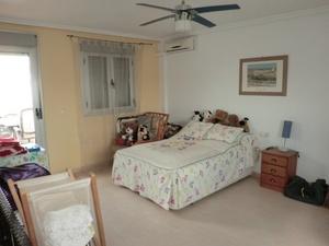 5 bedroom Townhouse for sale in Daya Nueva