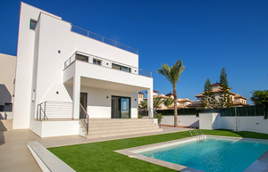4 bedroom Townhouse for sale in La Marina