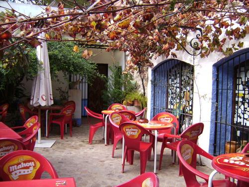 Alleluja bar courtyard