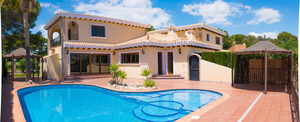 Absolutely outstanding refurbished 5 bed 5 bath Villa in Villamartin!