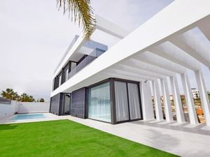 3 bedroom Villa for sale in Cabo Roig