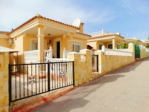 2 bedroom 1 bathroom detached bungalow for sale in villamartin