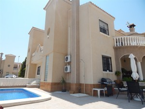 A Beautifully Presented 3 Bedroom House with a Private Pool