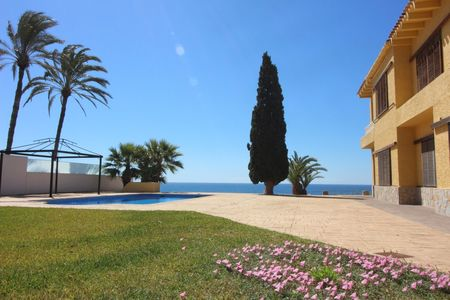 Photo Villa with 8 bedrooms in Cabo Roig
