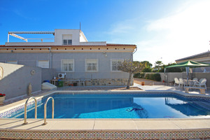 4 bedroom Villa for sale in Torrevieja