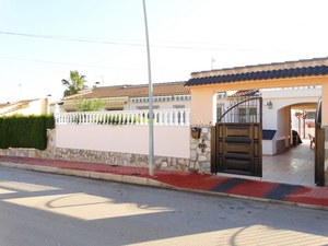 2 bedroom Villa for sale in Los Balcones