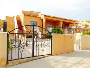 2 bedroom House for sale in Punta Prima