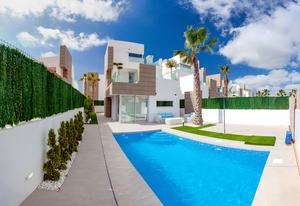 4 bedroom Villa for sale in Guardamar