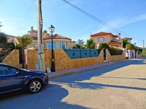 3 BEDROOM, 3 BATHROOM DETACHED VILLA IN SAN MIGUEL DE SALINAS